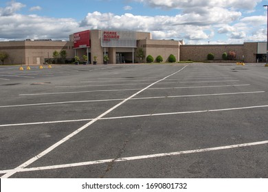 BOSSIER CITY, LA., U.S.A. - March 30, 2020: A usually busy Bossier Parish mall is deserted at 4:30 p.m. on a Tuesday, as the state observes restrictions due to the coronavirus pandemic.