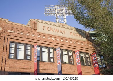 BOSTON - MAY 20: Historic Fenway Park, Boston Red Sox versus Minnesota Twins on May 20, 2010 in Boston, MA.