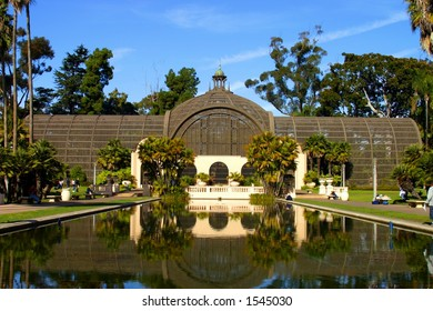 Botanical garden and relecting pool at Balboa Park in San Diego, CA