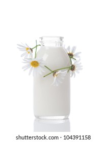 Bottle of fresh milk with daisy chain