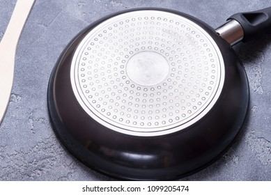 Botton of metal teflon frying pan