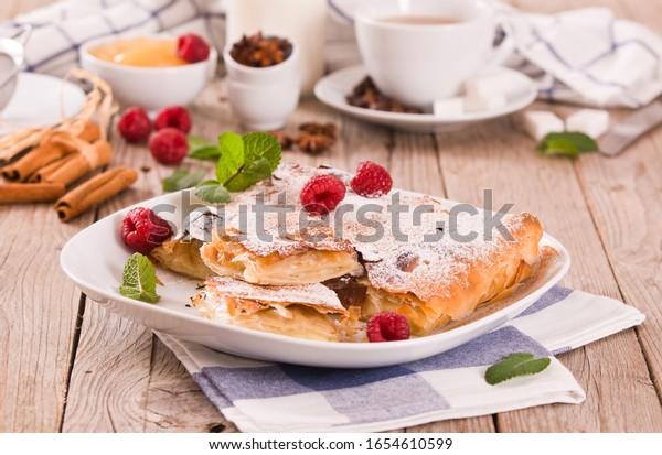 bougatsa-greek-puff-pastry-cream-600w-16