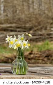 a bouquet of daffodils on a wooden table