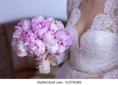 Bouquet in the hands of the bride