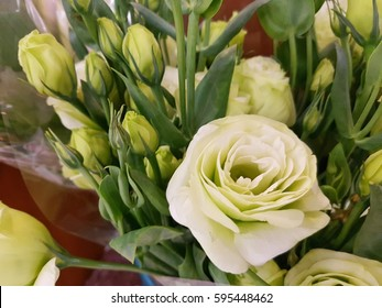 Bouquet of pink lisianthus in flower shop.If the rose is the queen of flowers, Lisianthus is comparable to her own concubine as well, because Lisianthus It is a flower that is very beautiful.