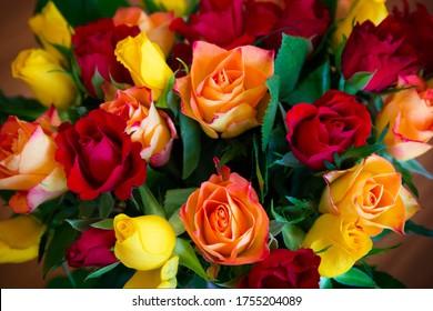 Rosenstrauß aus Rosen, Rot, Gelb und Orange