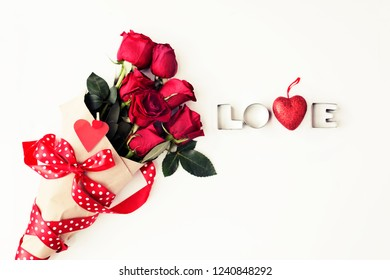 bouquet of roses on white board, Valentines Day background