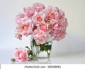 Bouquet of soft pink roses in a vase. Floral still life with roses.