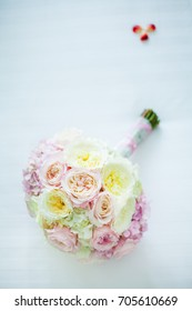 bouquet of wedding flowers before the wedding. wedding flowers from rose flower.