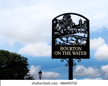 Bourton on the river signage