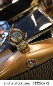 BOURTON-ON-THE-WATER, GLOUCESTERSHIRE/UK - MARCH 24 : Morris Oxford Emblem and Radiator Temperature  Dial in the Motor Museum at Bourton-on-the-Water in Gloucestershire on March 24, 2017