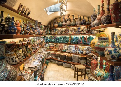 Boutique with traditional turkish ceramic dishes at Grand Bazaar, Istanbul