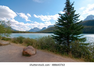 Bow lake with mountains the background