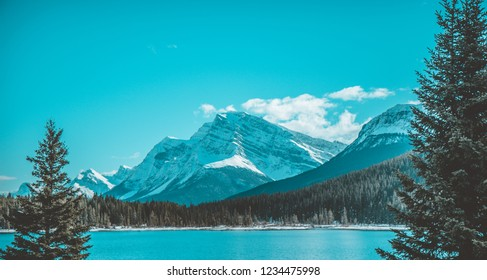 Bow Lake and mountains snow