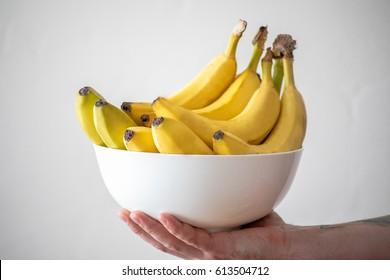 A bowl of bananas