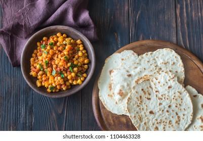 Bowl of chana masala with flatbread
