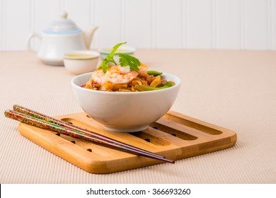 Bowl of delicious pad thai served with green tea.