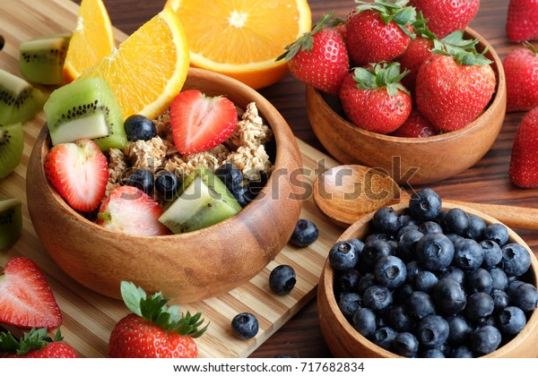 bowl-granola-fresh-fruits-blueberry-600w