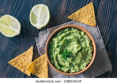 Bowl of guacamole with tortilla chips: top view