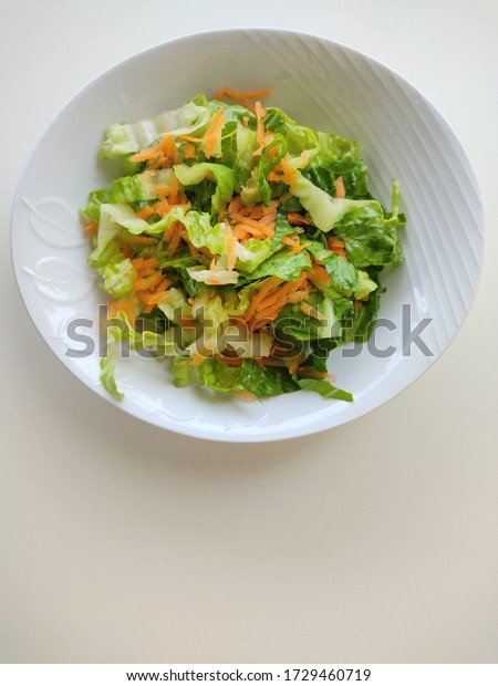 bowl-lettuce-salad-grated-carrot-600w-17