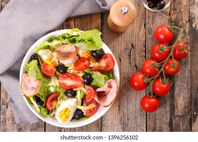 bowl of mixed salad with egg, ham and tomato