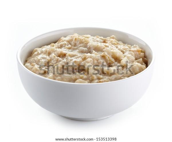 Чаша овсяной каши изолирована на белом фоне. Здоровый завтрак