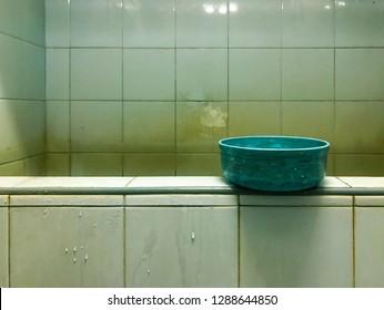 The bowl on dirty bathtub