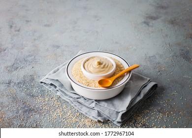 bol de sauce tahini - nourriture et boisson