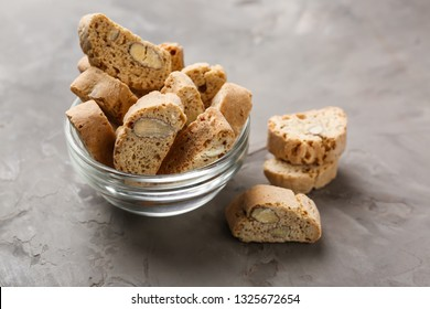 Bowl with tasty Italian biscotti on grey table