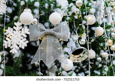 Bowtie Christmas tree decoration backgrounds / Celebrities Christmas time