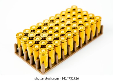 Box of 50 pieces of 9 mm pistol ammunition, small brown plastic container