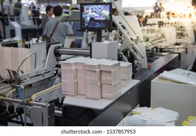 Box packaging printing machine from printing to finishing