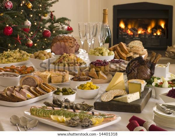 День бокса Обед - шведский стол, Рождественская елка и бревенчатый огонь