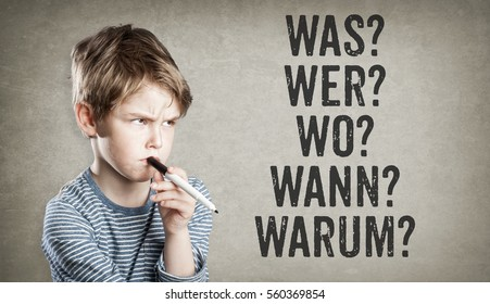 Boy asking five W questions for editorial consideration  (what, who, where, when, why) in German language, on grunge background, writing and thinking, copy space