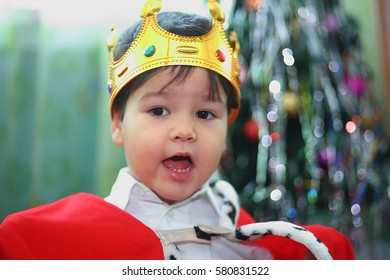 the boy in the costume of the king