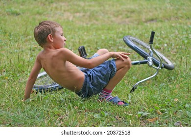 boy has fallen from a bicycle