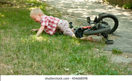 Child Falling Images, Stock Photos & Vectors | Shutterstock