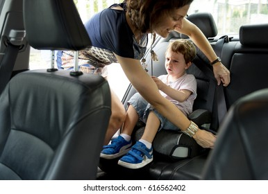 Boy into the Car Using Carseat Protect Security