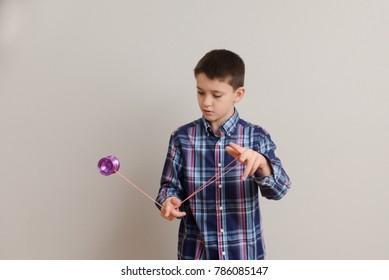 Boy performing advanced yoyo tricks