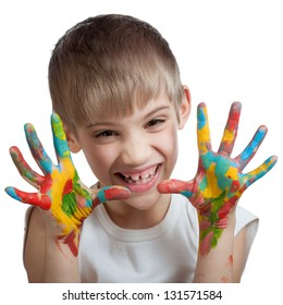 Boy scares his soiled hands in different colors