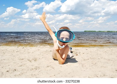 boy wearing mask and snorkel