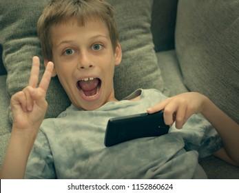 boy wih smarthone