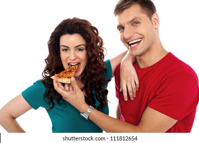 Boyfriend making her girl eat hot pizza piece. Both having fun