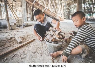 los niños trabajan en la construcción, contra el trabajo infantil, los niños pobres, las obras de construcción, la violencia contra los niños y el concepto de trata