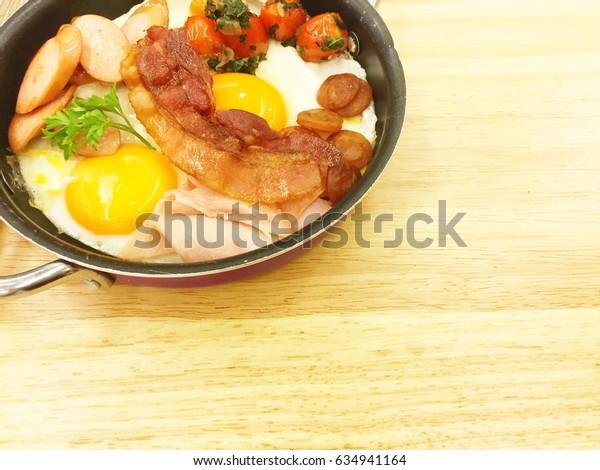 Br3eakfast in pan