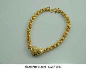 bracelet gold with heart pendant