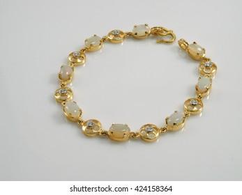 bracelet gold opal