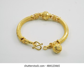 bracelet yellow gold with pendant ball