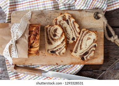 Braided cake with nut and raisin filling
