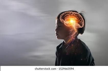 Gehirn Nervensystem Konzept.Wissenschaft ist etwas, das Kinder studieren und lernen sollten.Denken Prozess und Psychologie der Kinder.